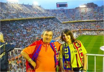 Iraia y Juan en la Final de Copa de Valencia representando a la Peña